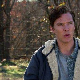 Benedict Cumberbatch - Little Charles Aiken - über die Beziehung seiner Rolle zu der Familie - OV-Interview Poster