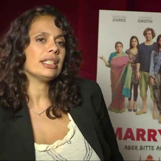 Neelesha Barthel über Culture Clash bei den Dreharbeiten, über ihre Hauptdarstellerin Maryam Zaree, über Wolfgang Stumph und Renate Krößner - Intervie Poster
