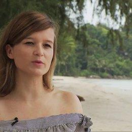 Lena Schoemann - Produzentin - über die Story - Interview Poster
