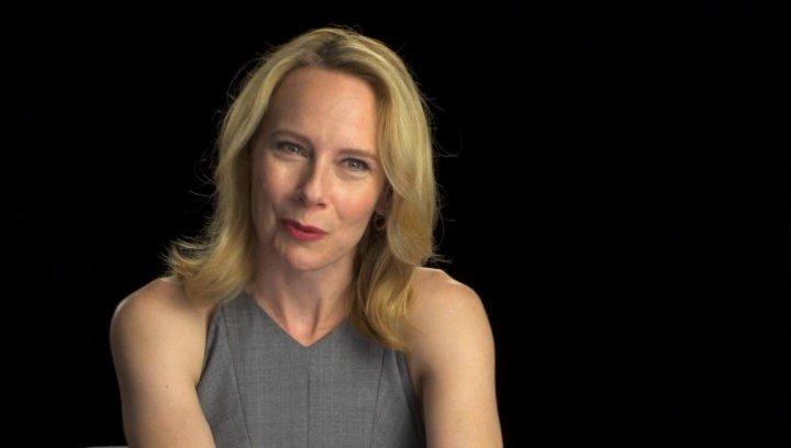 Amy Ryan über das Arbeiten mit Action-Stars - OV-Interview Poster