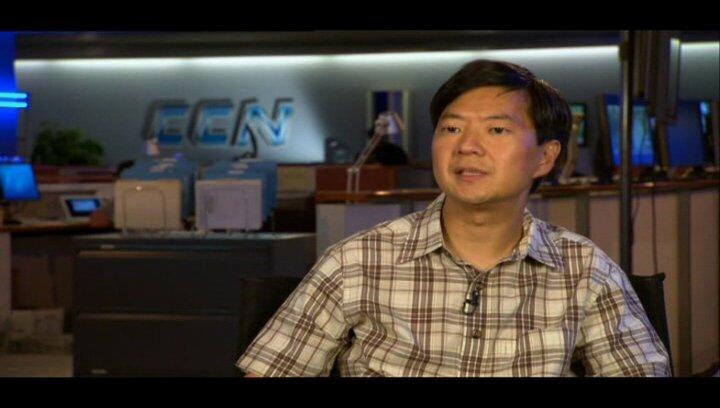 """Ken Jeong - """"Angus"""" / über die Story und seine Rolle - OV-Interview Poster"""