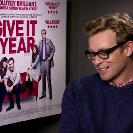 Simon Baker (Guy) über Rose Byrnes Angst vor Vögeln - OV-Interview Poster