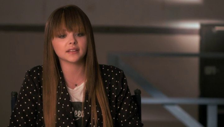 Chloe Grace Moretz über was McCall in Teri sieht - OV-Interview Poster