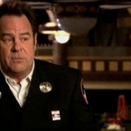 Dan Aykroyd (Captain Tucker) über seine Rolle als Feuerwehr-Chef in New York, wie er Adam Sandler seinen ersten Job im Filmgeschäft gab und was seine  Poster