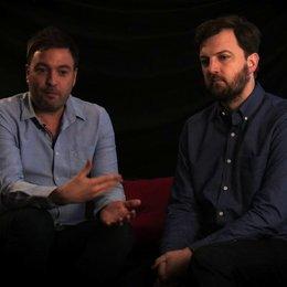 Damon Beesley & Iain Morris über die gemeinsame Regieerfahrung - OV-Interview Poster