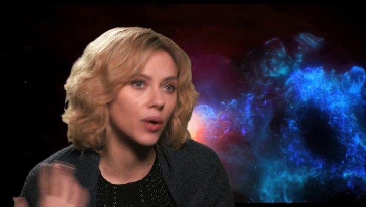 Scarlett Johansson - Lucy -  über die Zusammenarbeit mit Choi min Sik - OV-Interview Poster
