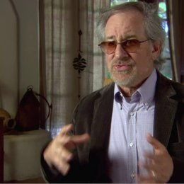 Steven Spielberg - Executive Producer - über den Film - OV-Interview Poster