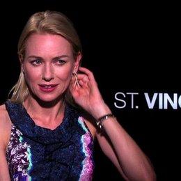 Naomi Watts über die Story - OV-Interview Poster