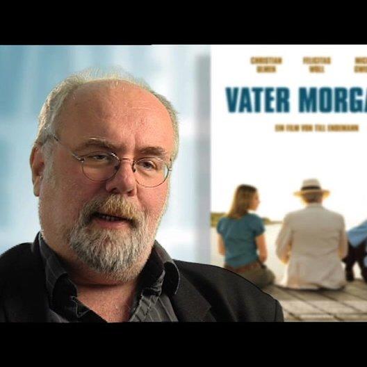 Douglas Welbat über Tragik und Komödie - Interview Poster