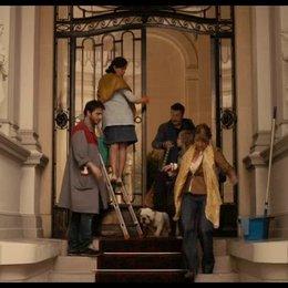 Die Ribeiros müssen bleiben - Maßnahmen der Hausverwaltung - Szene Poster