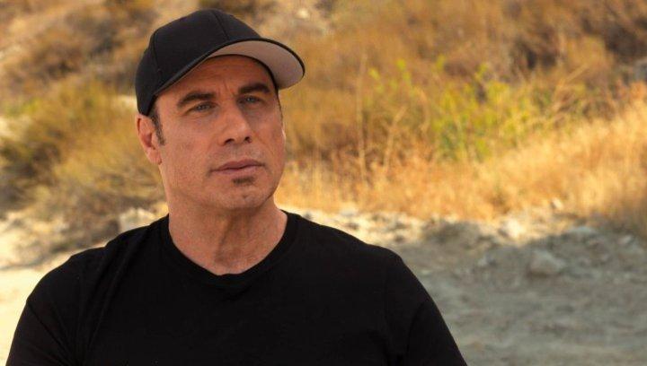 John Travolta über das Vertrauen der Figuren untereinander - OV-Interview Poster