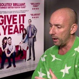 Dan Mazer (Regisseur) über Stephen Merchant - OV-Interview Poster