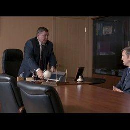 Dimitri befördert eine Akte, die Vadim stark belastet, zu Tage und setzt ihn damit unter Druck. - Szene Poster