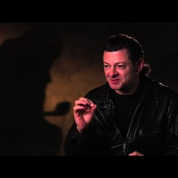 Andy Serkis über die Figur Tim - OV-Interview Poster