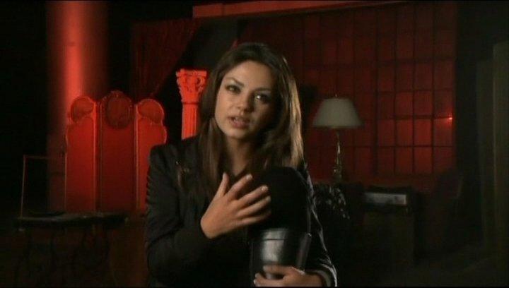 Interview mit Mila Kunis (Mona Sax) - OV-Interview Poster