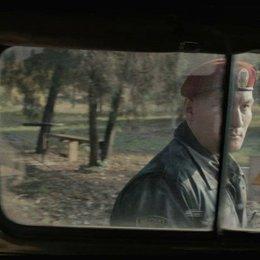 """Exklusiv: Filmausschnitt """"Russischer Checkpoint"""" - Die Besucher ahnen, dass hier etwas verdammt faul ist... - Szene Poster"""
