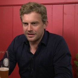Sebastian Bezzel - Franz Eberhofer - ob er wusste, dass er der Wunschkandidat von Rita Falk für die Rolle war - Interview Poster