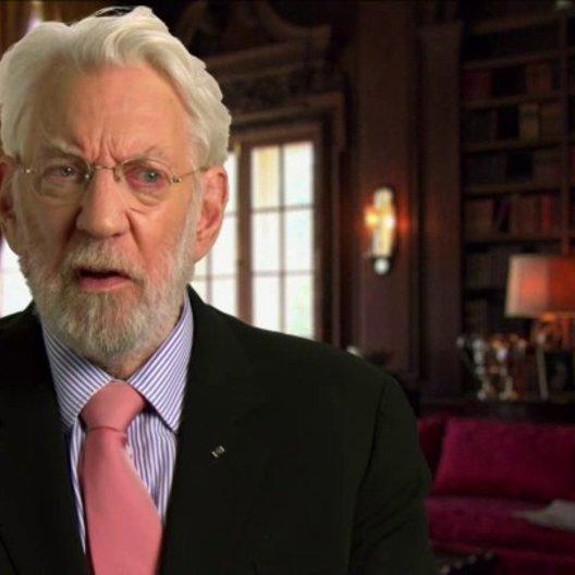 Donald Sutherland - Präsident Snow - über die Bedeutung des Filmes für ihn - OV-Interview Poster