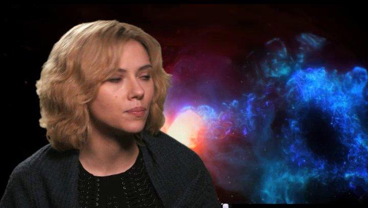 Scarlett Johansson - Lucy -  über die physische Vorbereitung auf die Rolle - OV-Interview Poster