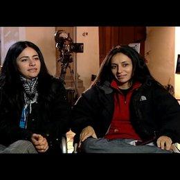 Yasemin Samdereli und Nesrin Samdereli (Regie und Drehbuch) über die Familie Yilmaz - Interview Poster