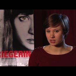 Alina Levshin über das Drehbuch und den Reiz des Projekts - Interview Poster