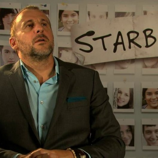 Patrick Huard über das was die Zuschauer erwartet - OV-Interview Poster