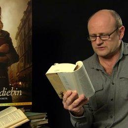 Oliver Stokowski - Alex Steiner - liest einen Auszug aus dem Buch - Interview Poster