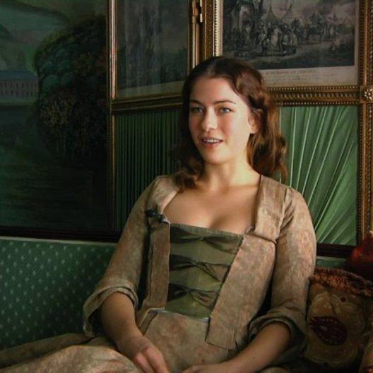 Henriette Confurius - Charlotte von Lengefeld - über ihre Rolle - Interview Poster