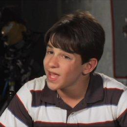 Zachary Gordon (Greg Heffley) über die Beziehung zu seinem Vater Frank - OV-Interview Poster