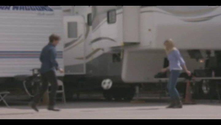 Tom und Cameron kicken am Set - Featurette Poster