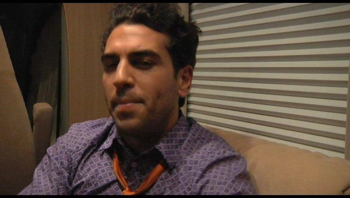 Elyas MBarek über Hilfe bei Liebeskummer - Interview Poster