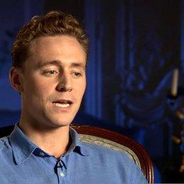 Tom Hiddleston (Capt Nicholls) über die Rolle von Capt Nicholls in der Geschichte - OV-Interview Poster
