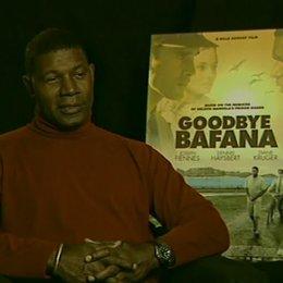 Dennis Haysbert (Nelson Mandela) über die Herausforderung, Nelson Mandela zu spielen und seine Auseinandersetzung mit der Apartheid - OV-Interview Poster