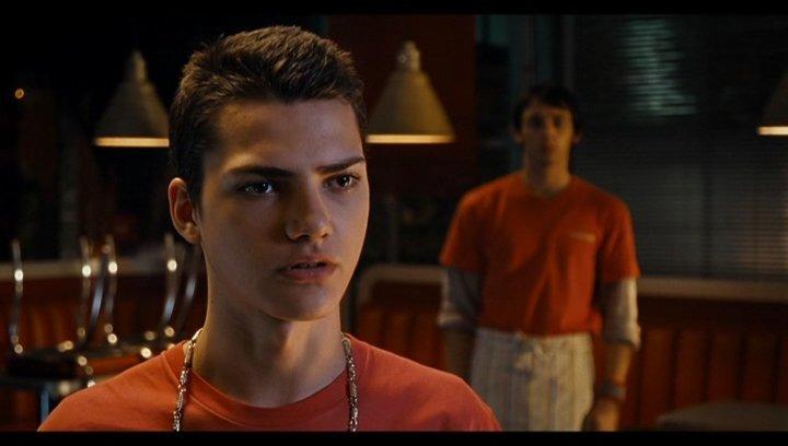 Kemal (Ali Murtaza) warnt Jimi Blue Ochsenknecht - Szene Poster