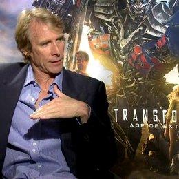 Michael Bay - Regisseur - über den visuellen Look des Films - OV-Interview Poster