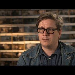 TOMAS ALFREDSON -Regisseur- über das Casting von Smiley - OV-Interview Poster