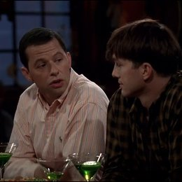 Two and a Half Men - Staffel 10 (VoD-/DVD-Trailer) Poster