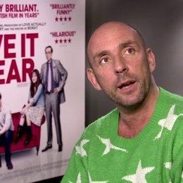 Dan Mazer (Regisseur) über die Inspiration den Film zu machen - OV-Interview Poster