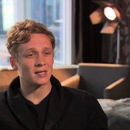 Matthias Schweighöfer über die Regie - Interview Poster