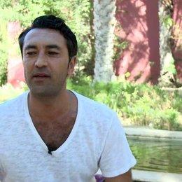 Mehmet Kurtulus - Farouk - über seine Rolle Farouk - Interview Poster