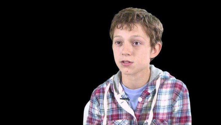 Tom Holland - Lucas über seine Rolle - OV-Interview Poster