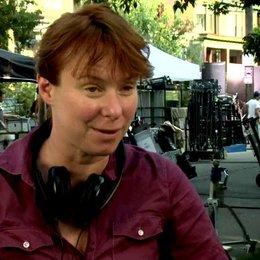 15 JULIE ANNE ROBINSON -Regisseurin- über die Figur der Stephanie Plum - OV-Interview Poster
