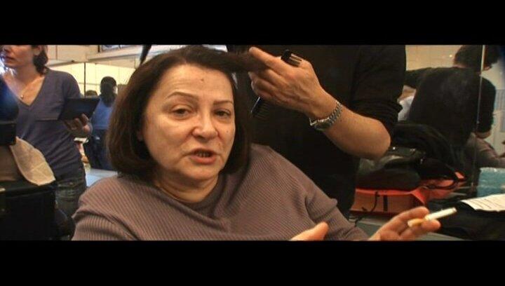 Josiane Balasko (Madame Michel) über die Zusammenarbeit mit Mona Achache - OV-Interview Poster