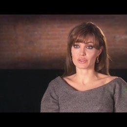 Angelina Jolie (Elise Clifton) über ihre Rolle - OV-Interview Poster