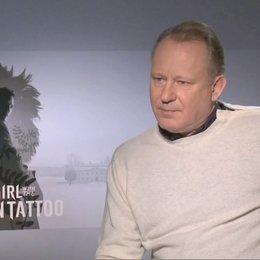 Stellan Skarsgard über die Familie Vanger - OV-Interview Poster