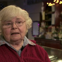 June Squibb - Kate Grant - über ihre Rolle - OV-Interview Poster