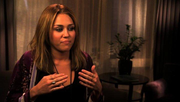 Miley Cyrus über Lola - OV-Interview Poster