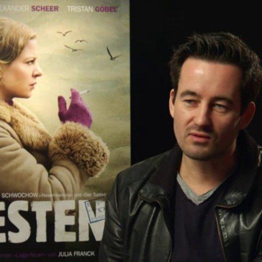Christian Schwochow - Regisseur - über seine Faszination für das Buch von Julia Franck - Interview Poster