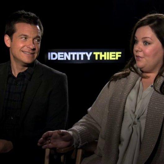 Jason Bateman und Melissa McCarthy über eine mögliche Fortsetzung - OV-Interview Poster