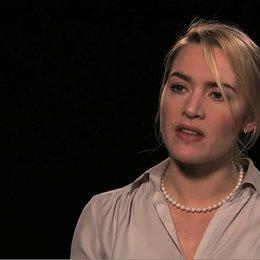 Kate Winslet über die Gewalt der Sprache - OV-Interview Poster